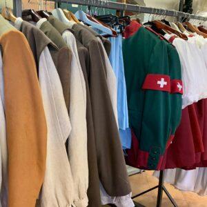 Produzione dei costumi per i paesani.
